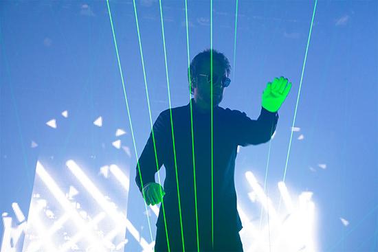 jean-michel-jarre-harpe-laser-sonar-barcelone-juin-2016-550x367