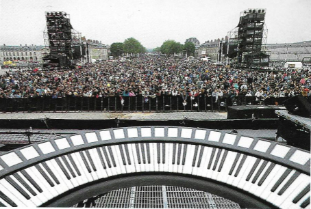 Vu du public de Versailles depuis le clavier circulaire de Jean-Michel Jarre en 1993.